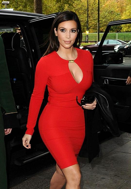 Kim Kardashian okouzlila v červené.