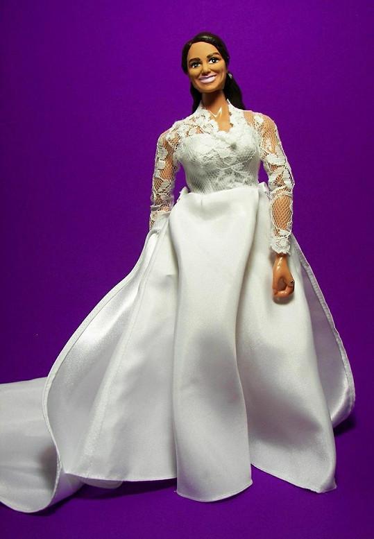 Verze Kate s bohatšími svatebními šaty.