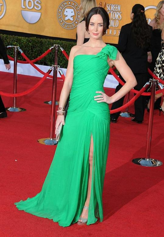 V šifónové róbě z Resort kolekce 2012 od Oscara de la Renty byla Emily Blunt nepřehlédnutelná. Hráškově zelenou barvu, která mimo jiné skvěle ladí s rudým kobercem, si neodvážila obléknout žádná herečka.