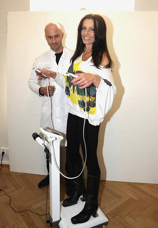 Alice s dietologem, který se shodou okolností jmenuje Benda.