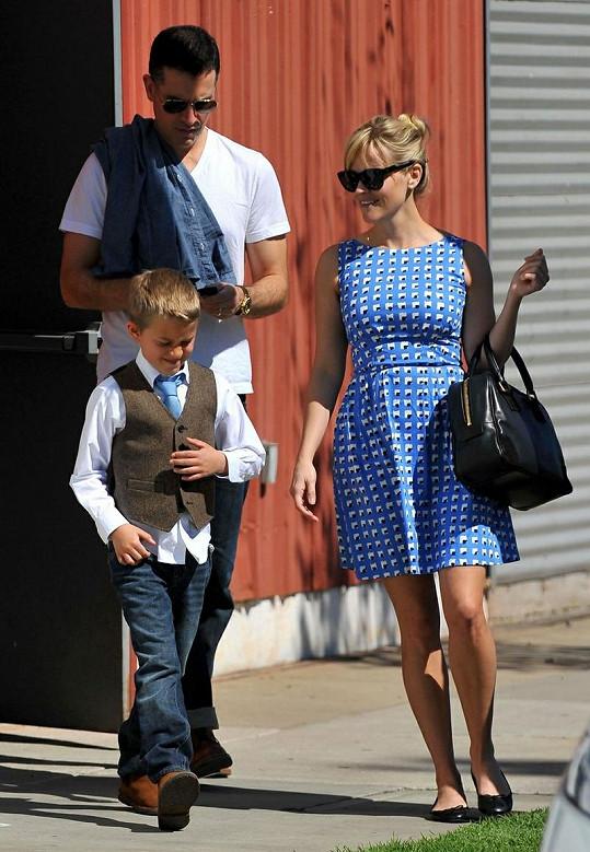 Reese s manželem a synem Deaconem.
