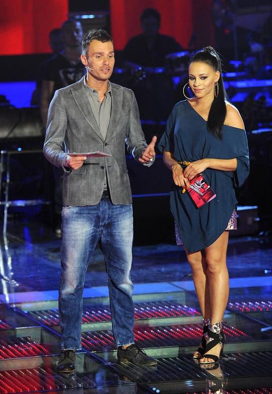 Tina moderovala SuperStar s Leošem Marešem.