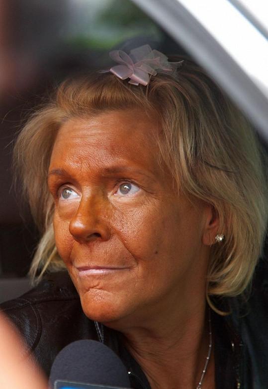 Kvůli přehnaně hnědému odstínu pokožky se přirovnala k Patricii Krentcill.
