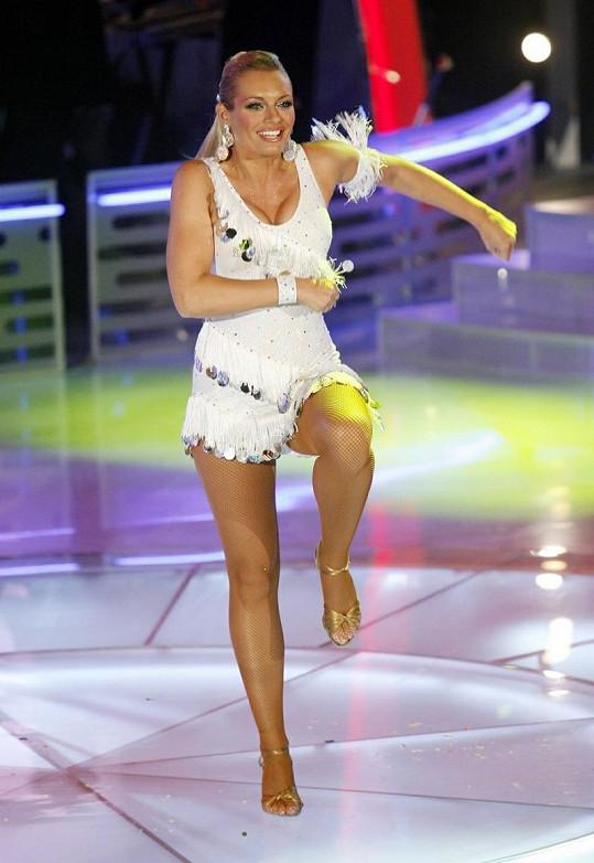 Lucie Borhyová zářila v taneční soutěži.