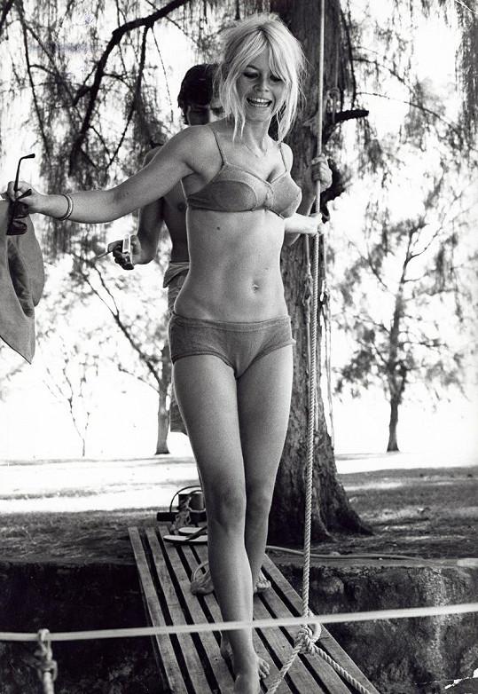 Svůdná Brigitte Bardot v roce 1974.
