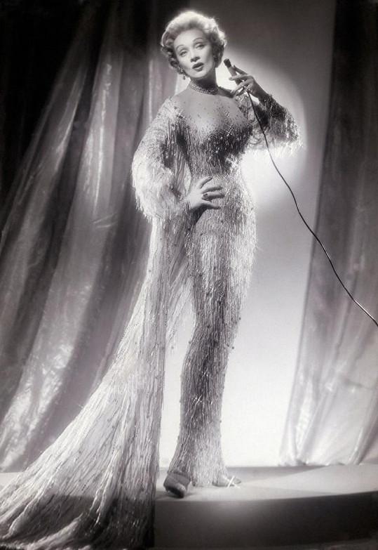 V sedmdesátých letech vyrážela Marlene na turné. Postavu si udržovala korzety, zjev vyrazným líčením a důležité bylo kvalitní svícení.