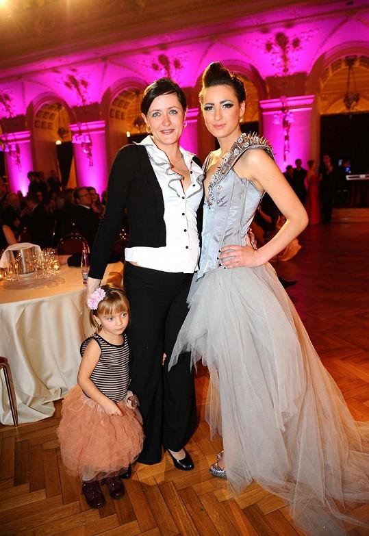 Soně nedělala na maturitním plese společnost pouze rodina, ale i nový přítel.