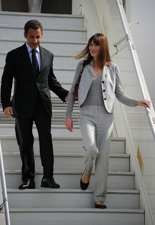 Ležérní elegance Carly Bruni.