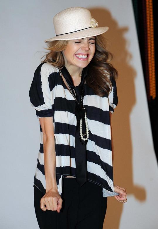 Lucie fotila kolekci klobouků designérky Libky Safr inspirované legendou Coco Chanel.