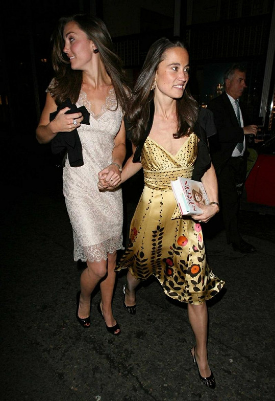 Pippa a Kate Middletonovy před čtyřmi lety.