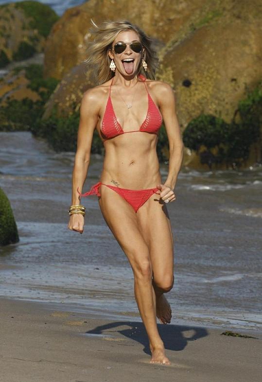 LeAnn Rimes na pláži v Malibu.