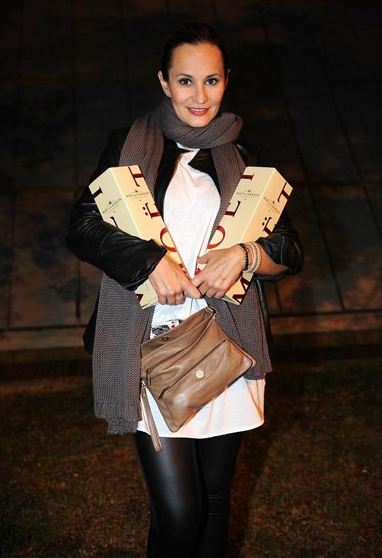 Monika Absolonová přijela s dárky až po půlnoci. Zpívala Funny Girl v Kolíně.
