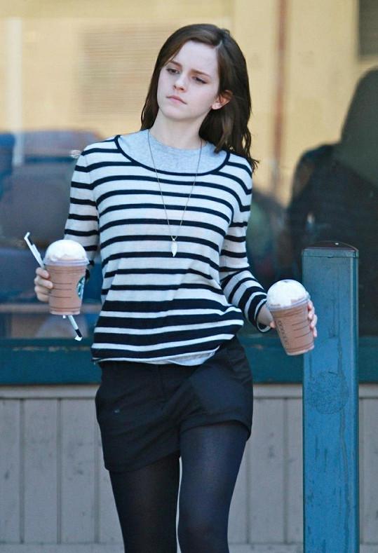 Emma Watson má zpět dlouhé vlasy.