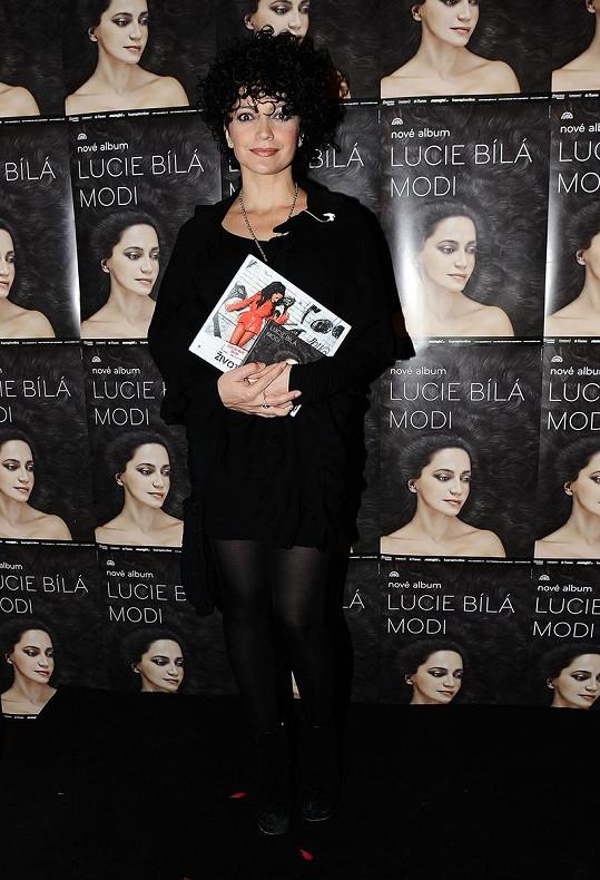Na přebalu alba vypadá Lucie Bílá na šestnáct.
