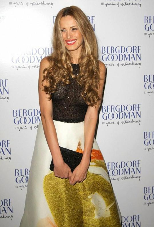 Okouzlující Petra Němcová na výroční akci obchodního domu Bergdorf Goodman.
