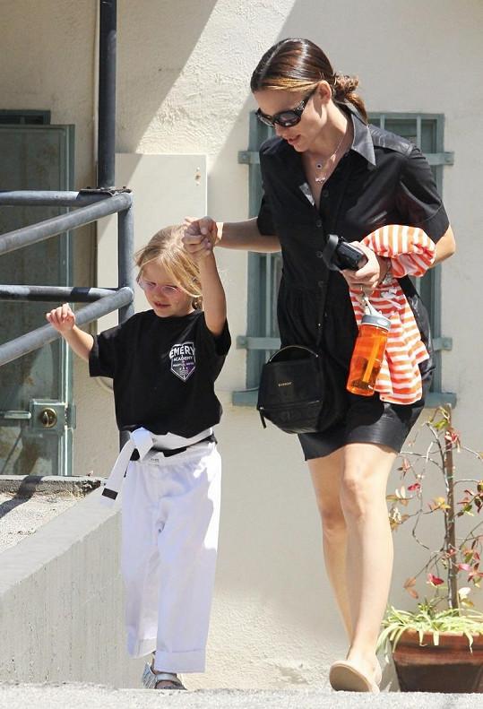 Jennifer Garner a malá sportovkyně.