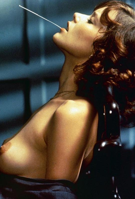 Sylvia na snímku z filmu Emmanuelle II.