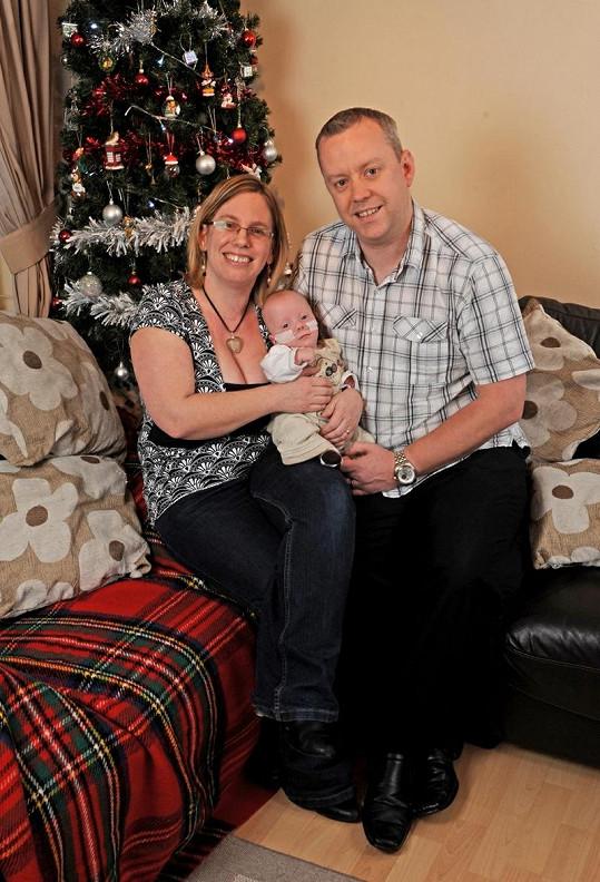 Harrison stráví s rodiči Jackie a Stephenem Vánoce doma.