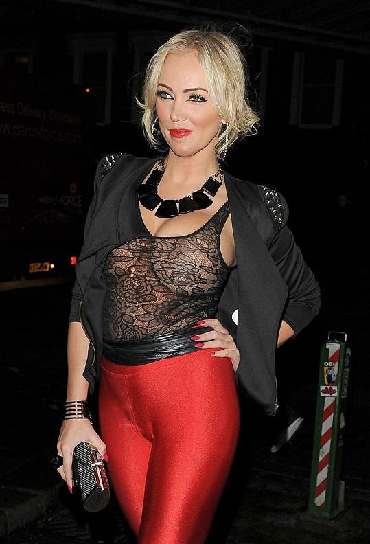 Glamour modelka Aisleyne se nejspíš inspirovala modelem Sandy z Pomády.