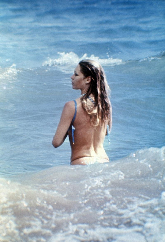 Takhle Bardotku zachytili na dovolené před dvaačtyřiceti lety.