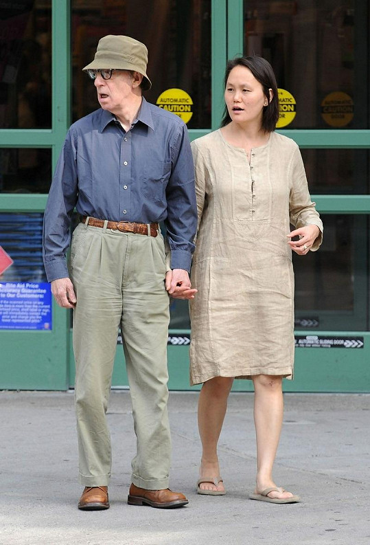 Woody Allen s manželkou Soon-Yi Previn na dva roky staré fotce.