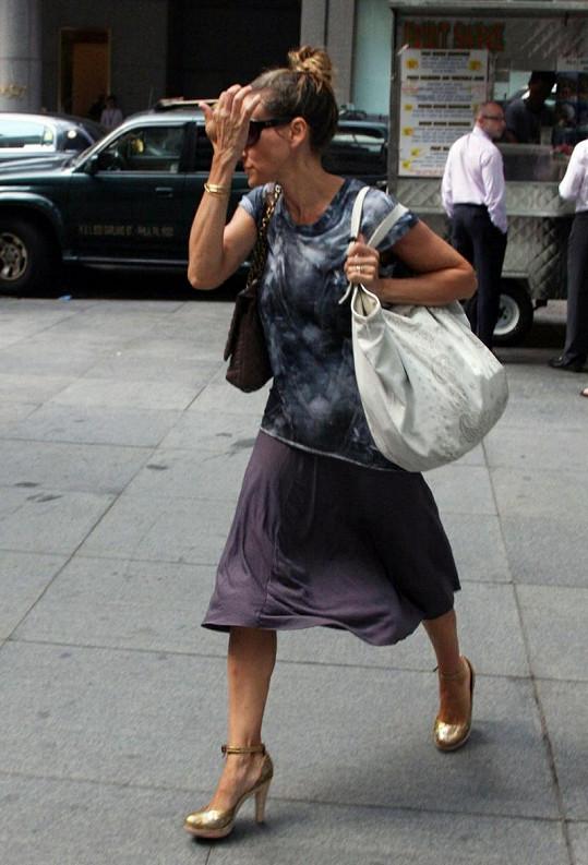 Ani pokus o eleganci nevyšel. Zvláštní jsou především dvě kabelky.