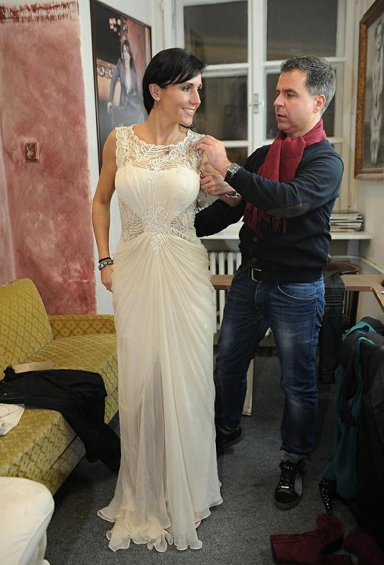 I šaty v barvě champagne, které Martin Gruntorád vybral, byly nádherné.
