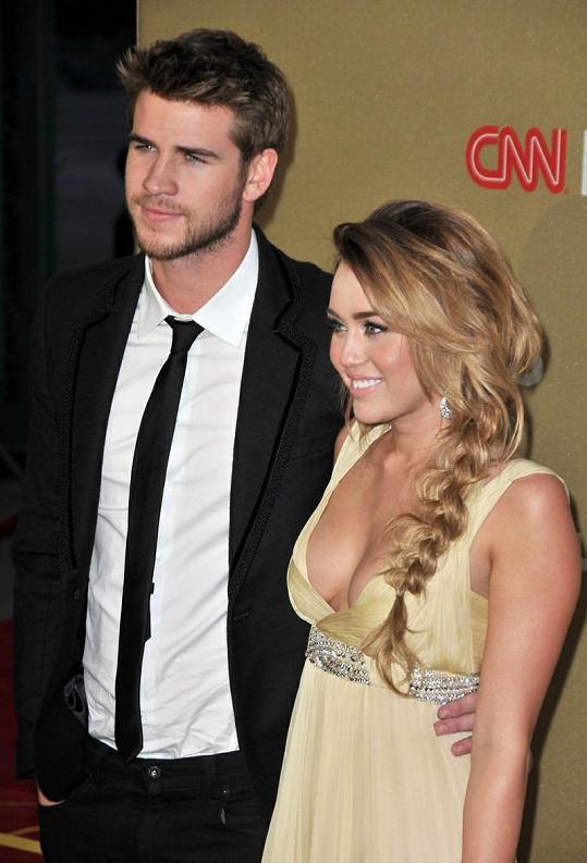 Miley Cyrus s přítelem Liamem Hemsworthem na události CNN Heroes: All-Star Tribute v Los Angeles.