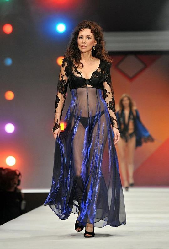 Modelka Marie Helvin je dnes již šedesátnice.