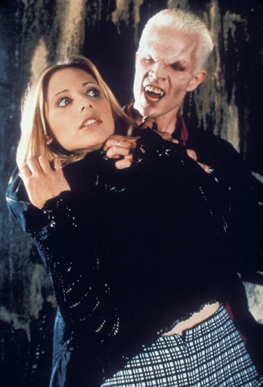 Známá herečka jako bojovnice proti zlu v seriálu Buffy, přemožitelka upírů.