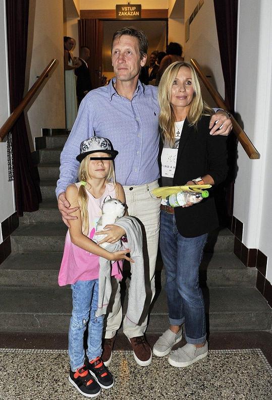 Tereza Pergnerová s partnerem Jiřím Chlebečkem a jejich dcerou Nathalií.