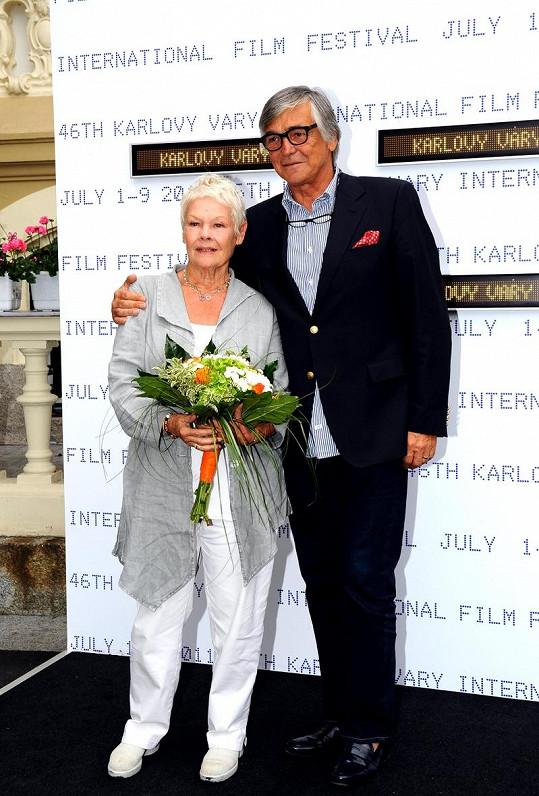 Judi Dench s Jiřím Bartoškou (2011)