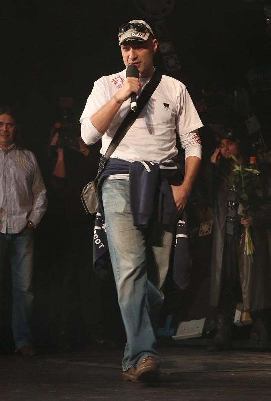 Daniel Landa se omlouval hercům.