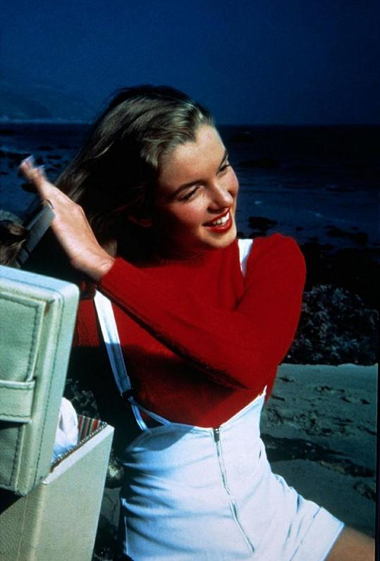 Marilyn na začátcích své zářivé, ale krátké kariéry.