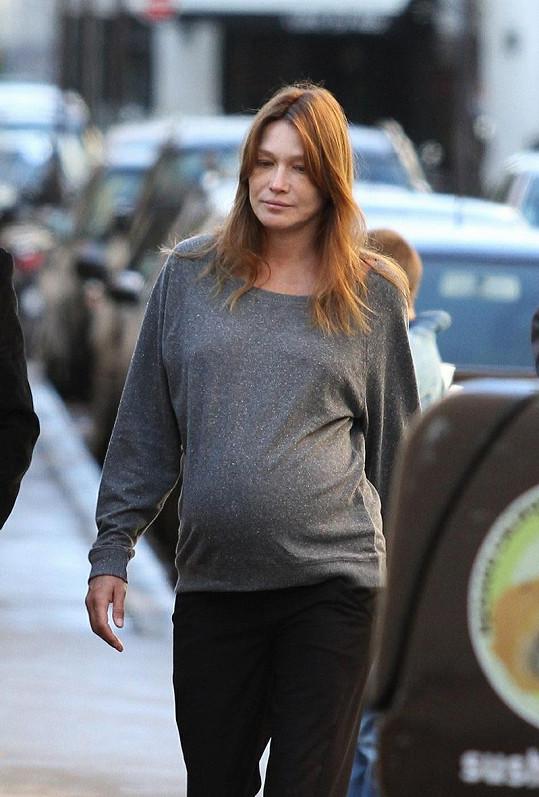 Těhotná Carla Bruni