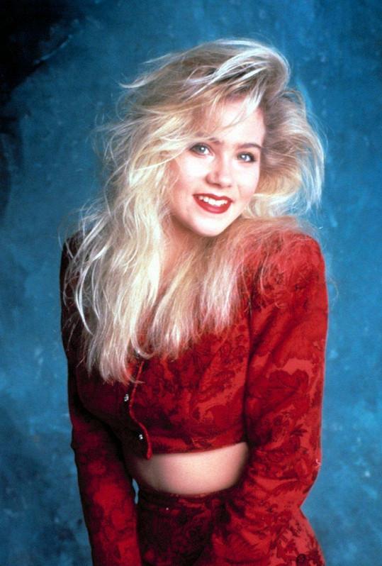 Diváci si ji stále pamatují jako Kelly Bundovou alias Melounka.