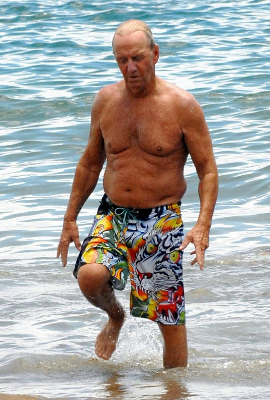 Paul Hogan na dovolené na Havaji.