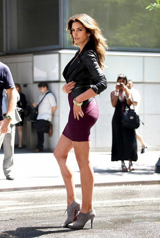 Cindy Crawford v jednom ze svých modelů.