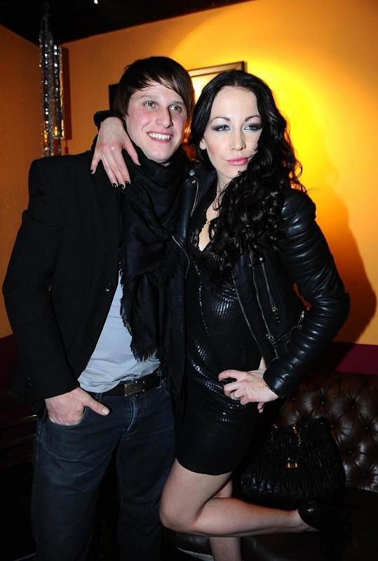 Agáta Hanychová s přítelem Mirkem Dopitou na párty v Coyotes baru.
