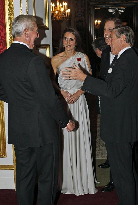 Catherine v šatech antického stylu okouzlila všech 120 hostů.