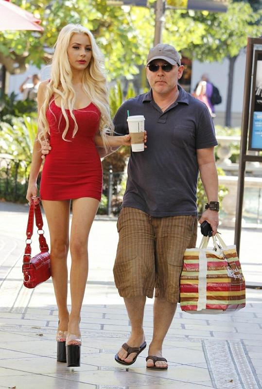 Courtney Stodden a Doug Hutchinson v Los Angeles.
