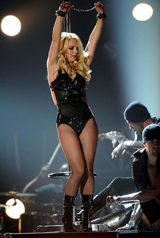 Zpěvačka o víkendu předvedla na Billboard Music Awards své vypracované tělo.