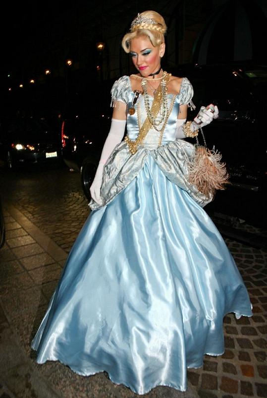 Gwen Stefani jako Popelka.