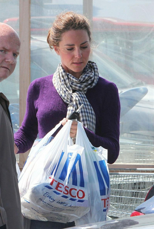 Kate v doprovodu svého bodyguarda.