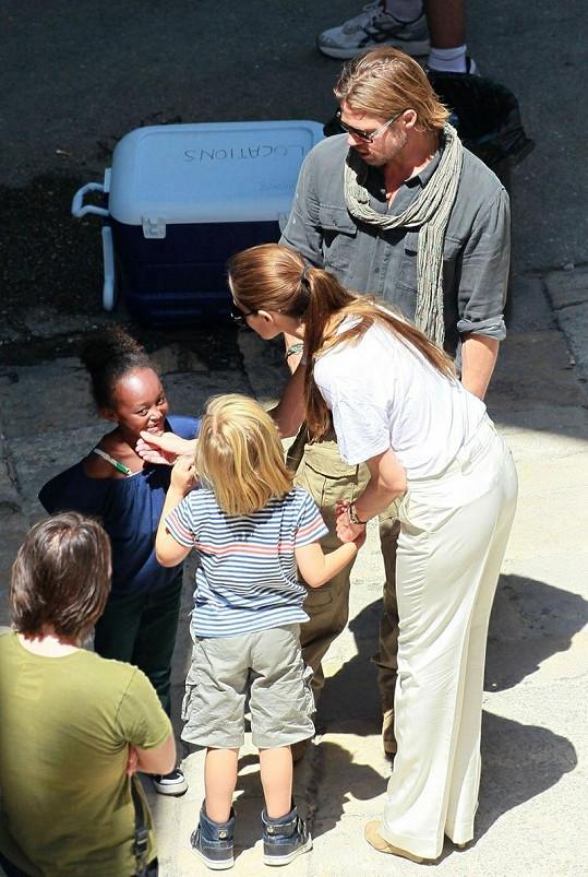 Shiloh, Angelina, Zahara a Brad.