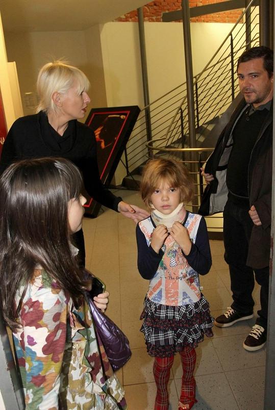Bára Nesvadbová s dcerou Bibianou podpořily v Holmes place charitativní akci Pomáháme pohybem.