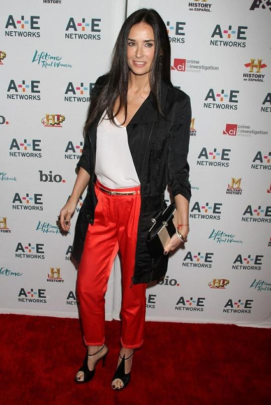 Demi se po rozchodu s Kutcherem oklepala, teď se objevuje po boku Manganiella.