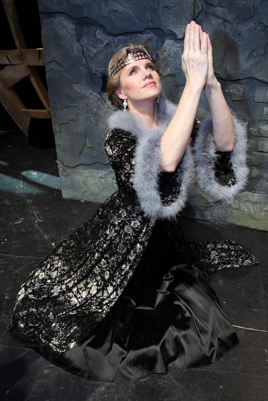 Leona Machálková na jevišti divadla Broadway.