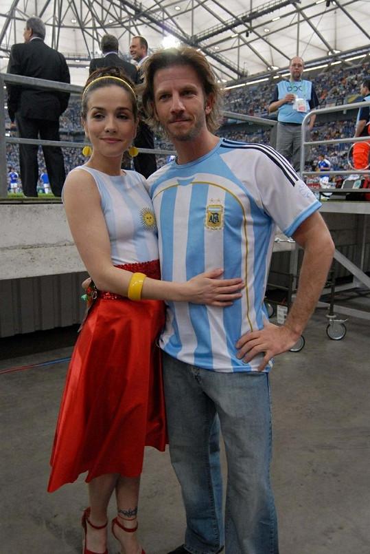 Natalia a její herecký kolega Facundo Arana.