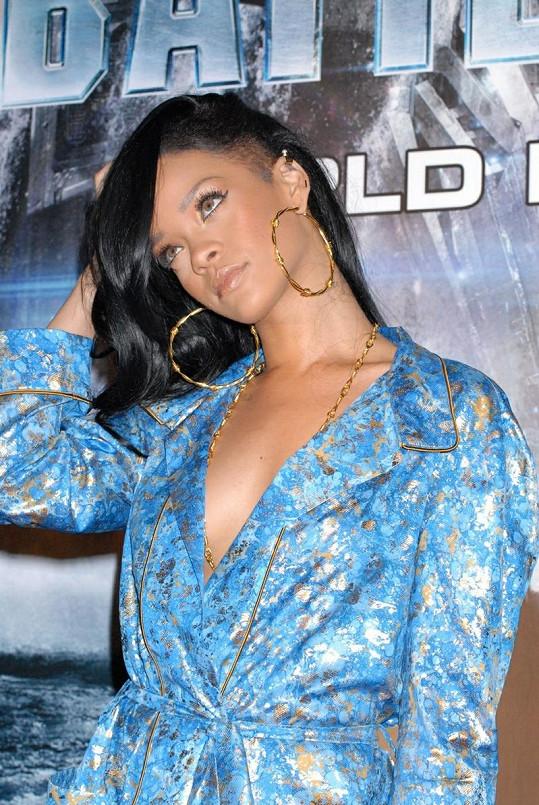 Rihanna na premiéře filmu Bitevní loď v Tokiu.